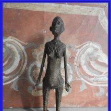 Arte: MUJER ETNIA LOBI DE BURQUINA FASO EN HIERRO ARTE AFRICANO. Lote 243647005