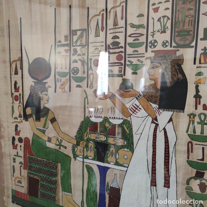 Arte: Papiro Egipcio enmarcado con cristal. Hathor y sirvienta o sacerdotisa. 42 x 40 cm. - Foto 2 - 252046475