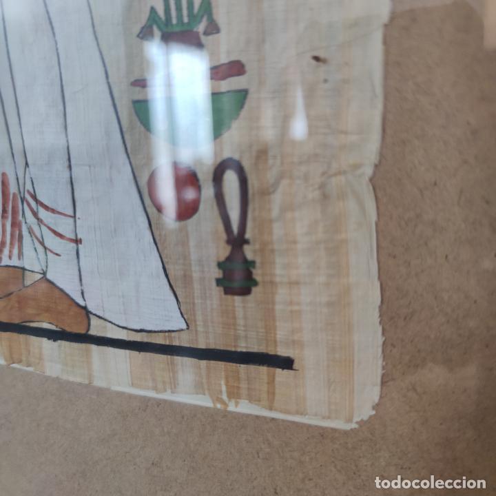 Arte: Papiro Egipcio enmarcado con cristal. Hathor y sirvienta o sacerdotisa. 42 x 40 cm. - Foto 3 - 252046475