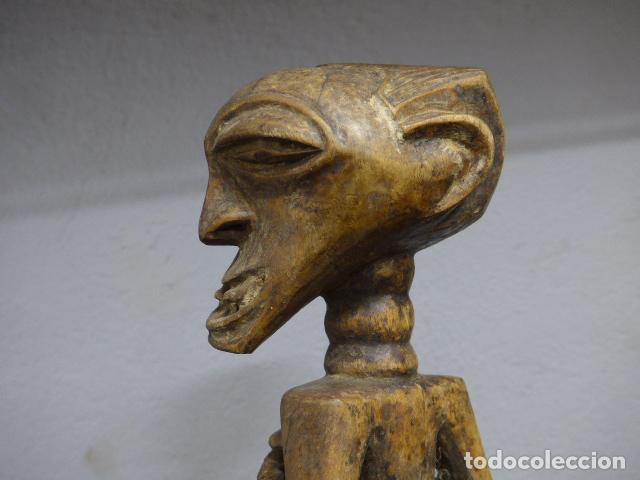 Arte: Antigua escultura de madera tallada africana, fetiche, original de tribu songye del congo. Africa. - Foto 8 - 253725760