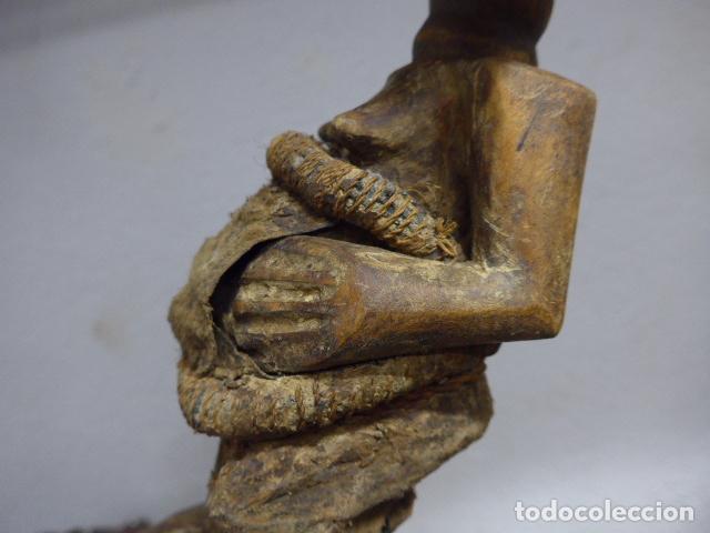 Arte: Antigua escultura de madera tallada africana, fetiche, original de tribu songye del congo. Africa. - Foto 10 - 253725760