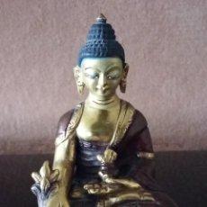 Arte: BUDA DE LA MEDICINA (BHAISHAJYAGURU). COBRE Y PAN DE ORO 24 KILATES. NEPAL. Lote 254217065