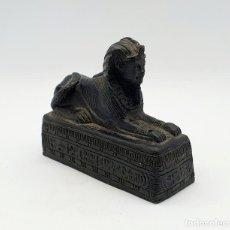 Arte: FIGURA ANTIGUA DE ESFINGE EGIPCIO DEL CAIRO DE GUARDIÁN DE LA TUMBA REAL EN SÍMIL DE PIEDRA CALIZA .. Lote 254589965