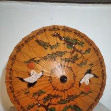 Arte: PRECIOSA ANTIGUA SOMBRILLA PARAGUAS PARASOL CHINO PAPEL PINTADO A MANO (89 CM DIÁMETRO). Lote 256060370