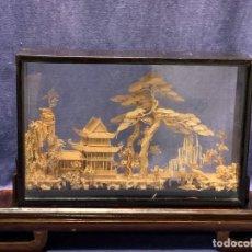 Arte: PAISAJE CHINO DIORAMA CORCHO FIBRAS TRABAJO FINO GARZAS TEMPLO RIO PAGODA CUCHILLO 1/2 S XX 25X42C. Lote 261629365