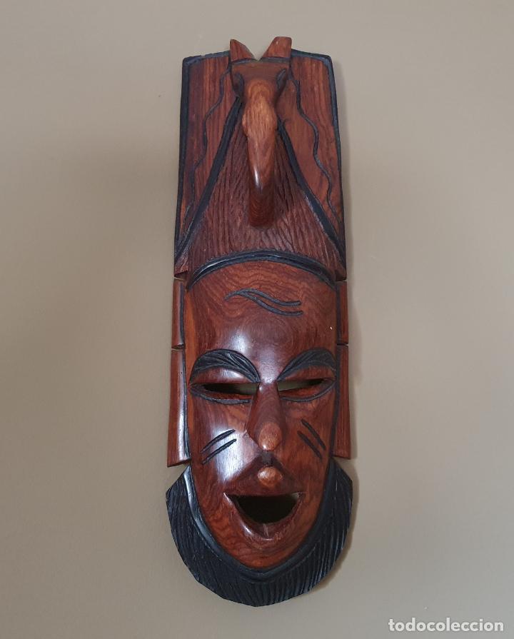 GRAN MÁSCARA ANTIGUA AFRICANA EN MADERA DE CAOBA AUTÉNTICA TALLADA A MANO . (Arte - Étnico - África)