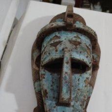 Arte: ANTIGUA MASCARA AFRICANA TRIBU ETNIA BAMBARA, REALIZADA EN MADERA Y METAL, S XX. Lote 264964289