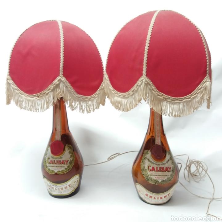 Arte: 2 lámparas de Botellas de Calisay, Arte Popular Funcional años 80, únicas, perfectas para decoración - Foto 2 - 265363089