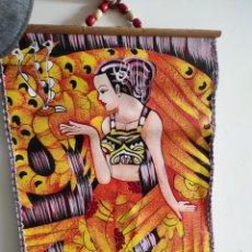 Arte: TAPIZ ORIENTAL PINTADO A MANO. MUJER Y PAVO REAL. 47X37CM(TAMAÑO IMAGEN). Lote 265507744