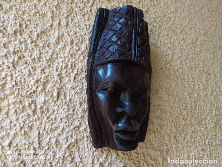 PRIMOROSA MASCARA AFRICANA, FEMENINA, DE MADERA. (Arte - Étnico - África)
