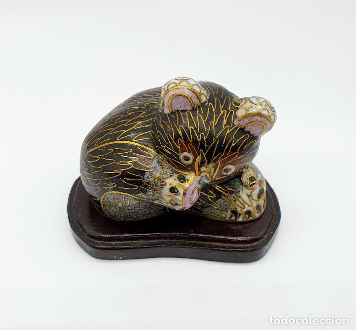 Arte: Bella figura antigua de oso Chino en bronce y esmaltes cerámicos cloisonné, años 20 . - Foto 3 - 273134448