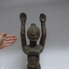 Arte: ANTIGUA ESCULTURA DE MADERA TALLADA AFRICANA, FETICHE, ORIGINAL DE TRIBU. AFRICA.. Lote 273529833