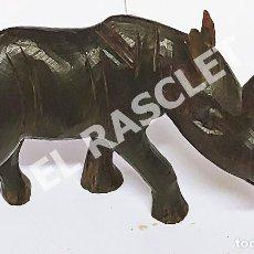 Arte: ANTIGÜA TALLA DE RINOCERONTE AFRICANO EN MADERA DE EBANO TALLADO A MANO. Lote 275759263