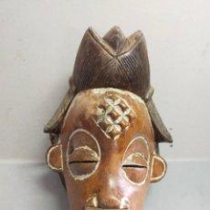 Arte: MASCARA DE MADERA, AFRICANA, CON ANTIGUA POLICROMIA, COSTA DE MARFIL, MITAD SIGLO XX. 35X20X14 CM.. Lote 277477198