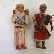 Arte: LOTE DE 2 FIGURAS HECHAS DE CUERO Y PAJA O SIMILAR, PAREJA ÉTNICA SAHARAUI O SIMILAR, UNOS 21 CMS.. Lote 287601123