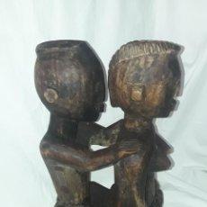 Arte: BELLA ANTIGUA TALLA DE MADERA AFRICANA TALLADA EN UNA SOLA PIEZA PAREJA DESNUDA R. CONGO 50CM 5000GR. Lote 287677888