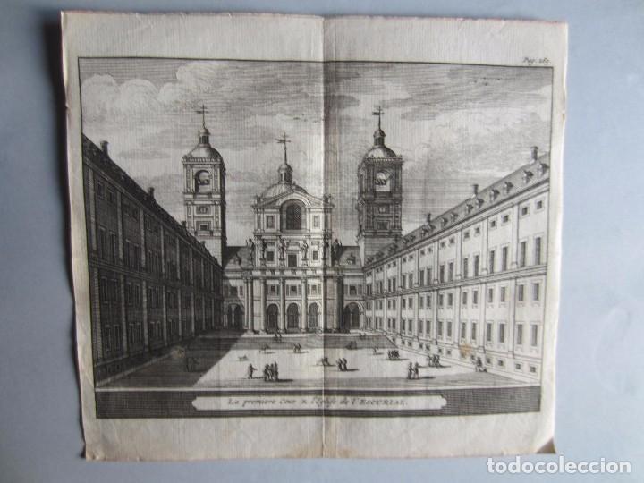 1707-VISTA PATIO DEL ESCORIAL MADRID.DELICES ESPAÑA.GRABADO ORIGINAL JUAN ALVAREZ COLMENAR (Arte - Grabados - Antiguos hasta el siglo XVIII)