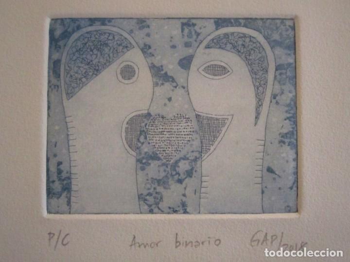 ¡¡OFERTA!! AMOR BINARIO - GRABADO DE GAP (GUILLERMO ANTÓN PARDO) - COLOR AZUL 10X8 CM (Arte - Grabados - Contemporáneos siglo XX)