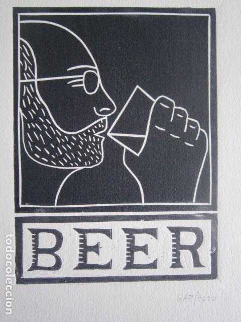 BEER (CERVEZA) - GRABADO SOBRE LINÓLEO DE GAP (GUILLERMO ANTÓN) -27X39 CM (Arte - Grabados - Contemporáneos siglo XX)