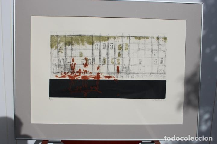 Arte: Elena Jiménez (Alicante1965). Grabado y collage de 75,8x56 papel y huella 49,5x28. Ejem. 30/40. - Foto 4 - 201666207