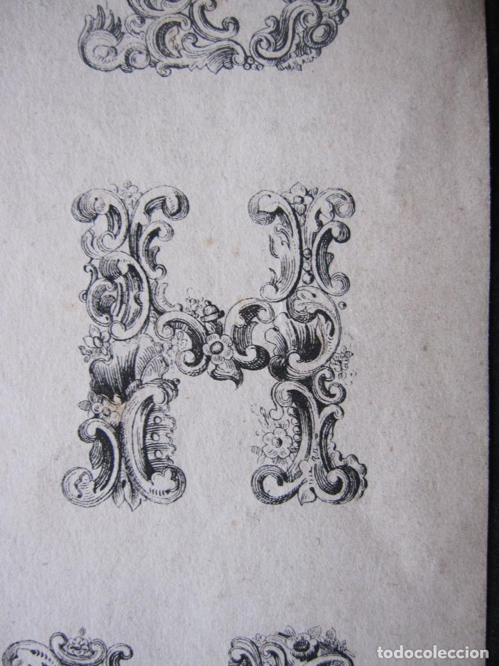 Arte: ANTIGUO GRABADO CON ALFABETO TIPOGRAFIA ESTILO ROCOCÓ. 16 X 23,5 CM (LAS DOS HOJAS) - Foto 4 - 207231220