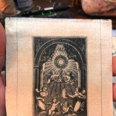 Arte: ANTIGUO GRABADO EN SEDA DEL SANTISIMO SACRAMENTO - MEDIDA 10,5X9 CM - RELIGIOSO. Lote 210827474