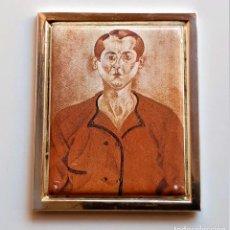 Art: 1919 JOAN MIRO - PLACA DE PLATA CHAPADA CON PINTURA METAL A COLOR AUTORRETRATO - 7X6.CM - 89.GR. Lote 224673421