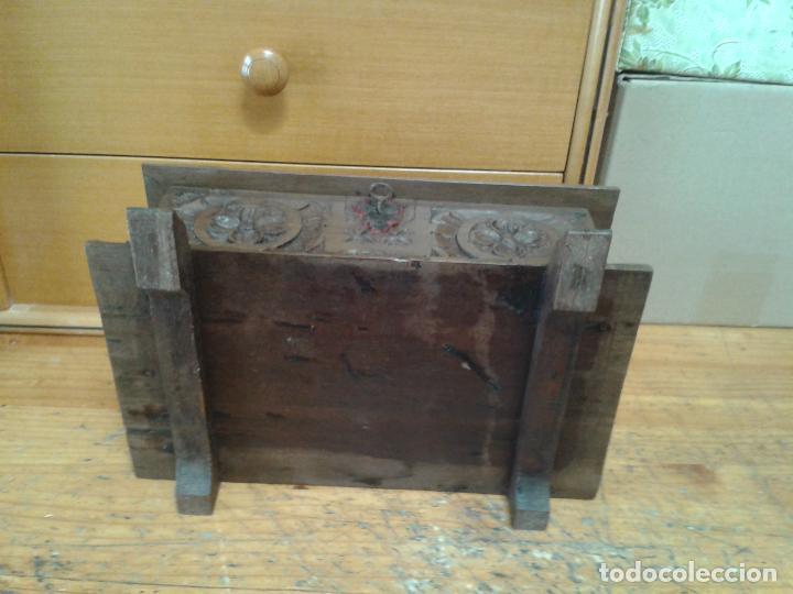 Arte: Joyero cofre de madera tallada y con su llave. Como se puede apreciar está en buen estado, años 60 - Foto 7 - 237408965
