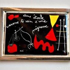 Arte: 1938 JOAN MIRO - PLACA DE PLATA CHAPADA CON PINTURA METAL A COLOR UNA ESTRELLA ACAR. -7X6.CM -97..GR. Lote 244402515