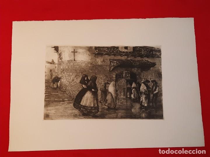 LA ERMITA O ENTRANDO EN LA IGLESIA GRABADO RICARDO BAROJA AGUATINTA AGUAFUERTE CALCOGRAFÍA NACIONAL (Arte - Grabados - Contemporáneos siglo XX)