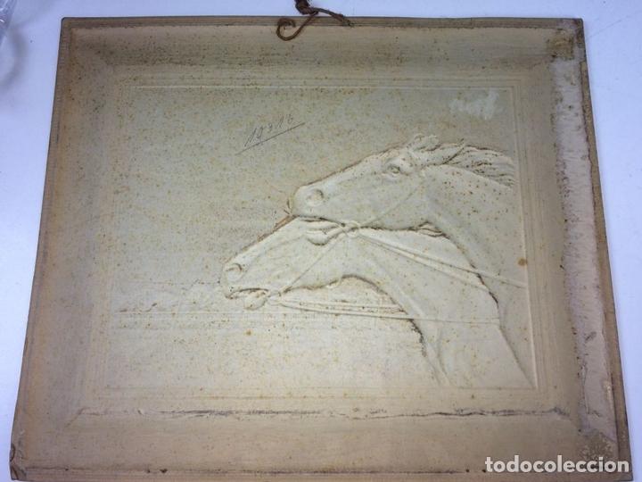 Arte: CARRERA DE CABALLOS. CARTÓN GOFRADO. ACABADO COLOR PLATA. EUROPA. XIX-XX - Foto 4 - 113926931