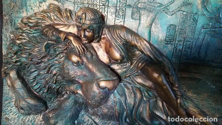 Arte: Bonito cuadro de - Reina Egipcia con Leon - En relieve - Simulacion de Bronce ( Resina )Autor-YIHAI- - Foto 5 - 147179510