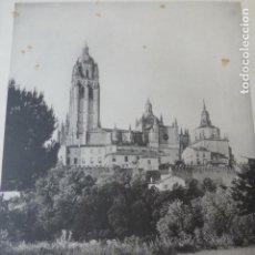 Arte: SEGOVIA LA CATEDRAL DESDE LA CUESTA DE HOYOS HELIOGRABADO 1928 G. BOUAN , VICENT FREAL ET CIE. PARIS. Lote 201305952