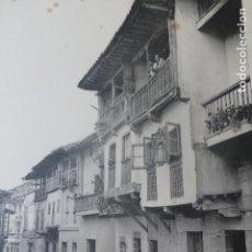 Arte: SANTILLANA DEL MAR CANTABRIA CALLE HELIOGRABADO 1928 G. BOUAN , VICENT FREAL ET CIE. PARIS. Lote 201312295