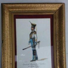 Arte: LAMINA UNIFORME OFICIAL REG. CABALLERIA MA.CRISTINA 1836 EN MARCO ANTIGUO ACRISTALADO 34X26 CM. Lote 57398978