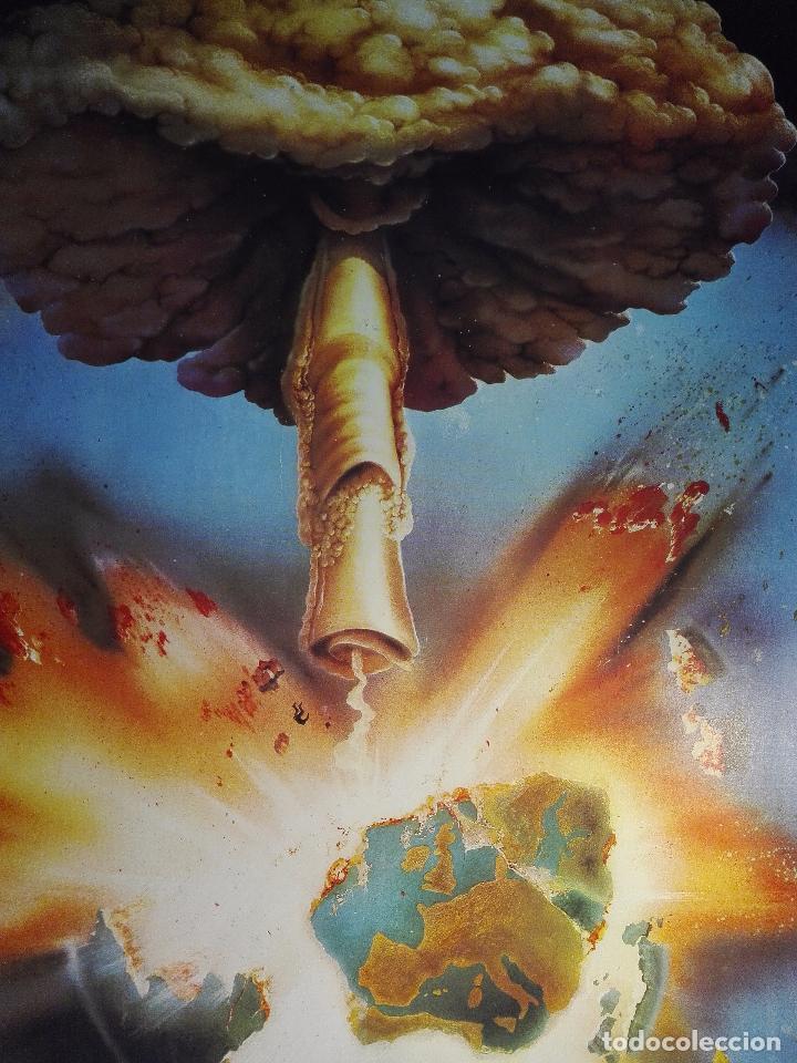 Arte: EXTRAÑO CUADRO CON LÁMINA SOBRE CHAPADO DE EXPLOSIÓN DE BOMBA ATÓMICA EN EL PLANETA TIERRA - 110X80- - Foto 2 - 98586907