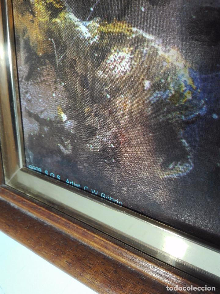 Arte: EXTRAÑO CUADRO CON LÁMINA SOBRE CHAPADO DE EXPLOSIÓN DE BOMBA ATÓMICA EN EL PLANETA TIERRA - 110X80- - Foto 5 - 98586907
