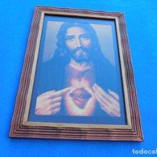 Arte: SAGRADO CORAZON DE JESUS. MARCO DE MADERA 35X26 CM, CRISTAL, PASPARTÚ, TRASERA DE MADERA.. Lote 151630586