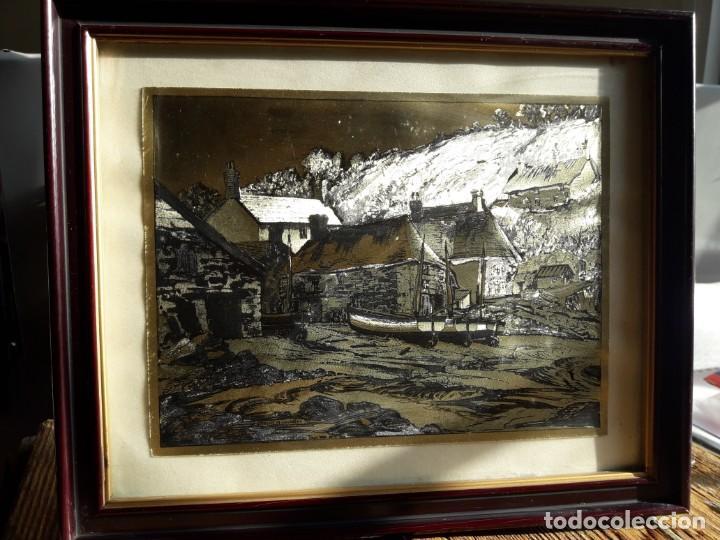 Arte: Aldea pesquera 1. Grabado en negro sobre lámina dorada. - Foto 3 - 164843962