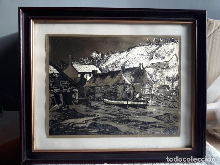 Arte: Aldea pesquera 1. Grabado en negro sobre lámina dorada. - Foto 6 - 164843962