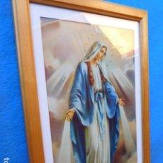 Arte: VIRGEN DE FÁTIMA, CON MANTO AZUL, ENMARCADA EN CUADRO DE MADERA, 23 X 33 CM. PASSEPARTOUT Y CRISTAL. Lote 167527892
