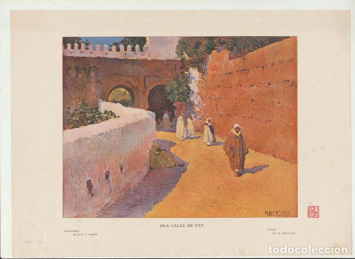 LÁMINA. (20,5X28,5) COLECCIÓN BLANCO Y NEGRO. UNA CALLE DE FEZ POR M. BERTUCHI (Arte - Láminas Antiguas)