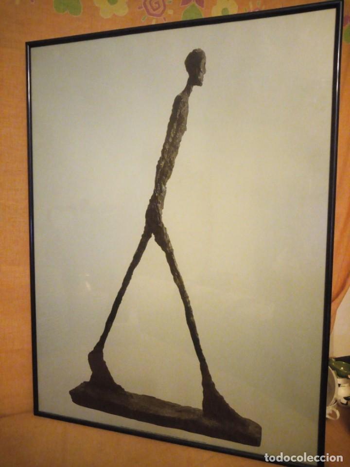 ALBERTO GIACOMETTI EL HOMBRE QUE CAMINA 1960 . FOTO SABINE WEISS 1999 (Arte - Láminas Antiguas)