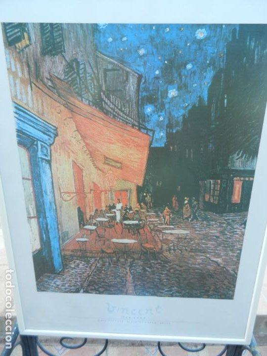 LÁMINA VICENT VAN GOHG - CAFE TERRACE, PLACE DU FORUM, ARLES - MARCO BLANCO MADERA - MIDE 83X62 CM (Arte - Láminas Antiguas)