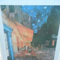 Arte: LÁMINA VICENT VAN GOHG - CAFE TERRACE, PLACE DU FORUM, ARLES - MARCO BLANCO MADERA - MIDE 83X62 CM. Lote 266842944