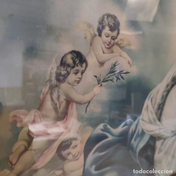 Arte: Antigua lámina religiosa. Virgen María rodeada de querubines. Marco y cristal. 87 x 45 cm. - Foto 3 - 267003214