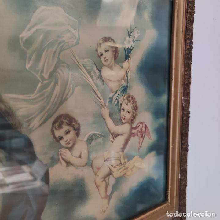 Arte: Antigua lámina religiosa. Virgen María rodeada de querubines. Marco y cristal. 87 x 45 cm. - Foto 4 - 267003214