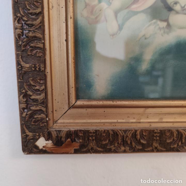 Arte: Antigua lámina religiosa. Virgen María rodeada de querubines. Marco y cristal. 87 x 45 cm. - Foto 5 - 267003214