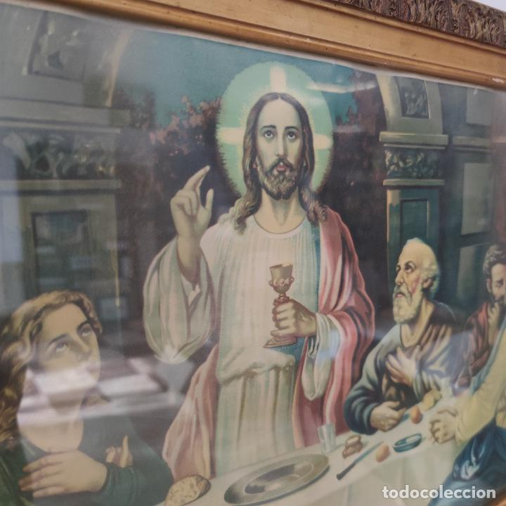 Arte: Antigua lámina religiosa. Última cena. Jesús y doce apóstoles. Marco y cristal. 87 x 45 cm. - Foto 2 - 267003519