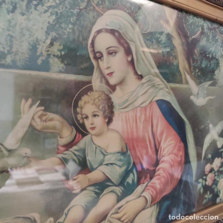 Arte: Antigua lámina religiosa. Virgen María con el niño Jesús. Marco y cristal. 87 x 45 cm. - Foto 2 - 267005209